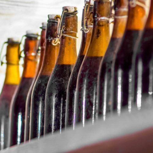 Δικό μας κρασί και τσίπουρο από τα αμπέλια μας