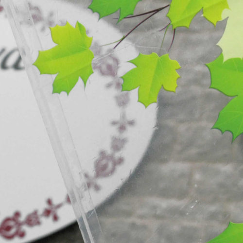 Χαρούμενες, φωτεινές ομπρέλλες με φθινοπωρινά φύλλα, ζωάκια τού δάσους κ.ά.