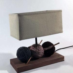 Επιτραπέζιο φωτιστικό με κουβαρίστρες