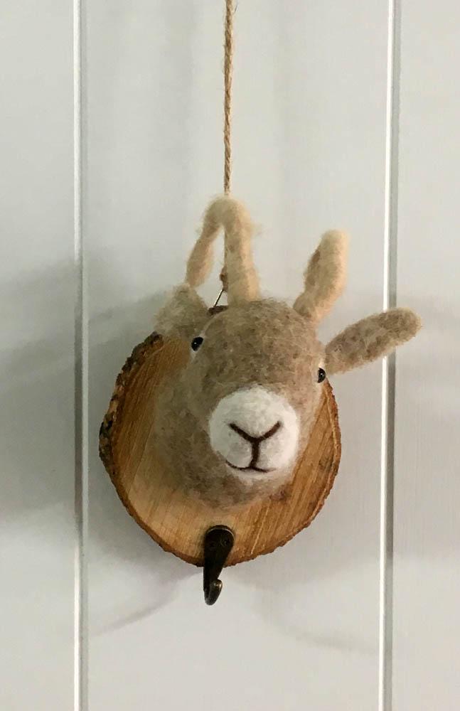 Κρεμάστρα ξύλινη - κατσίκα