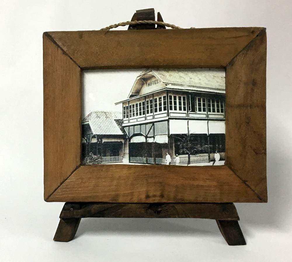 Κορνίζα ξύλινη με τρίποδα (small)
