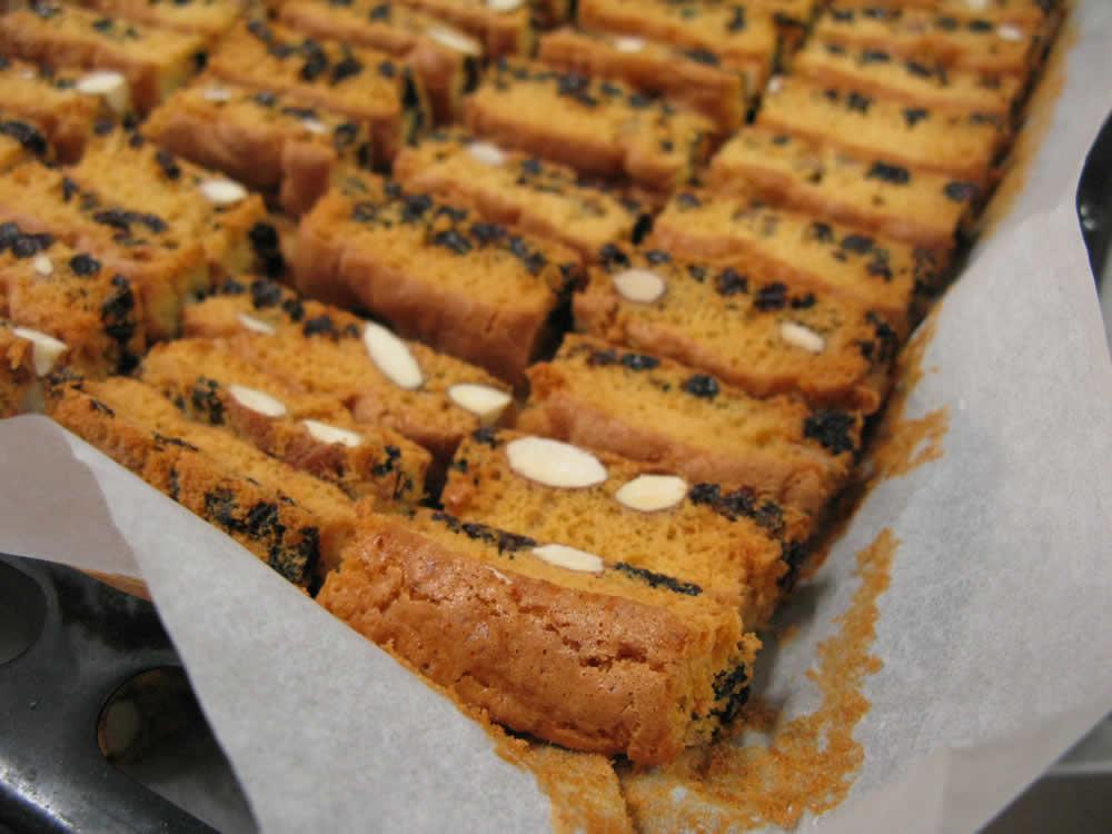Φτιάχνοντας τα μπισκότα για τον καφέ στο Cafe Στέρνα στο Μεγάλο Πάπιγκο